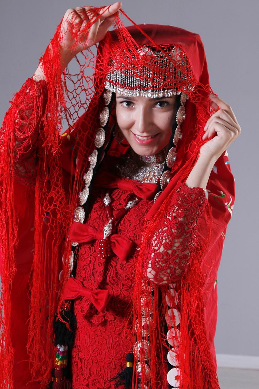 走红网络的塔吉克族女特警-中国民族网